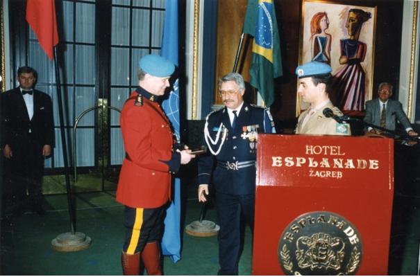 BREVE HISTÓRIA DA VIDA E DA MORTE DA JUGOSLÁVIA, POR QUEM LHE VIVEU A MORTE…