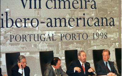 Memórias e curiosidades menores em historietas ao acaso,  uma Cimeira Ibero Americana no Porto, protocolos do Estado e o eterno improviso lusitano.